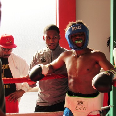 KiNG DAMON GiVES THE #1 16-YEAR-OLD FIGHTER IN THE NATION, OTHA JONES III SOME POINTERS.