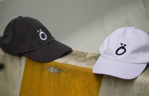 """FöREiGN """"TRiPPiN"""" 6 PANEL HATS."""